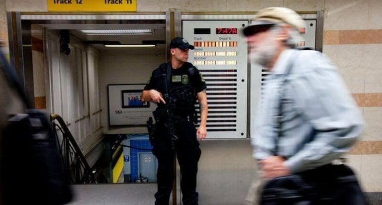 Bewaker bij de metro