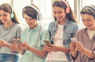 Jongeren op hun telefoons: smartphone-generatie