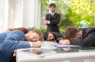 Sociale luiheid op het werk