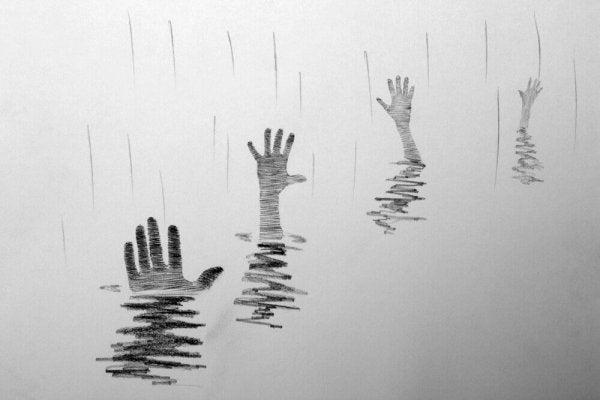 Handen steken uit het water