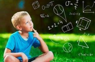 Kind dat zijn eigen intuïtieve theorieën bedenkt