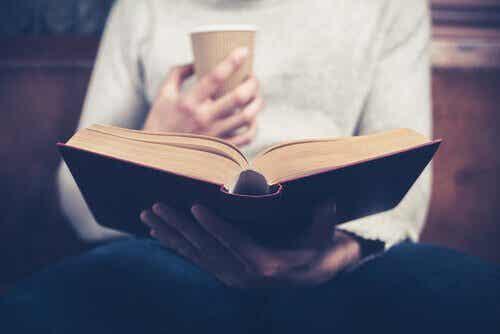 Dagelijks lezen en de voordelen die het biedt
