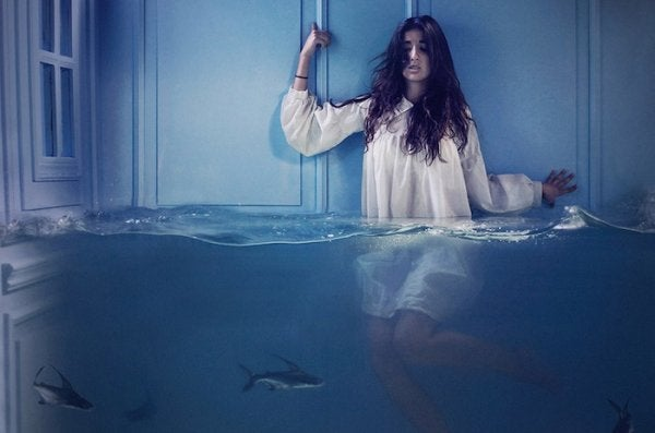 Meisje ondergedompeld in water: angst vermomd als luiheid.