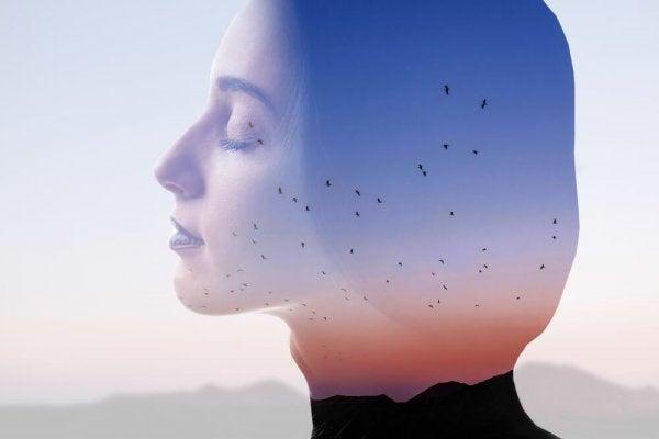 Ontspannen vrouw: goed voor jezelf zorgen is belangrijk
