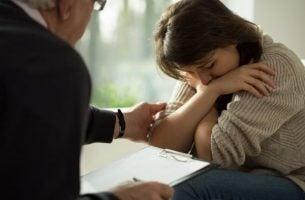 Vrouw bij psycholoog: overdracht en tegenoverdracht