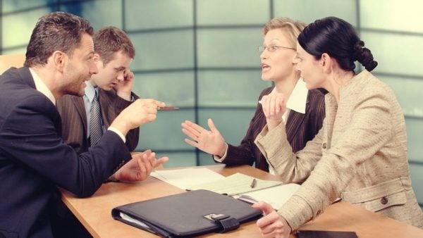 Assertieve onverschilligheid op een meeting