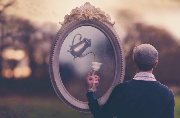 Man en spiegel