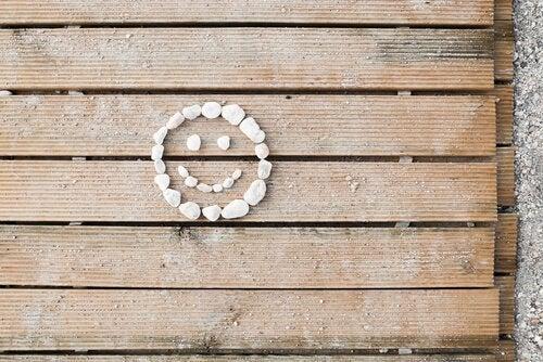 Smiley van stenen