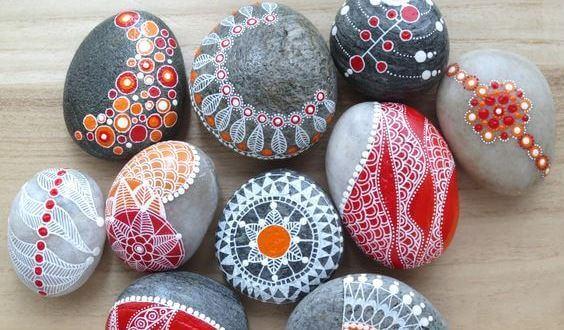 Angstgevoelens overwinnen door stenen te schilderen
