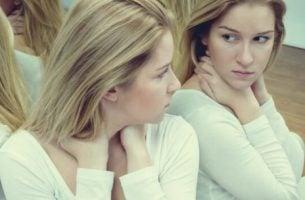De verschillen tussen zelfvertrouwen en ego