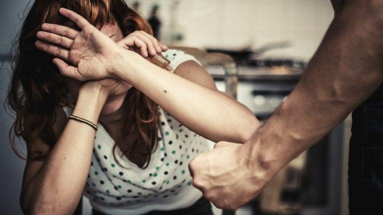 Vrouw die slachtoffer is van gendergerelateerd geweld