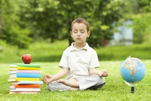 Kindermeditatie is goed voor de ontwikkeling van kinderen