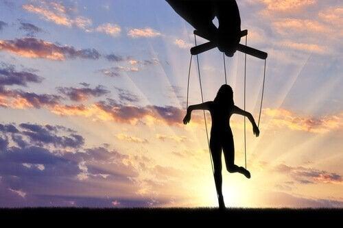 De meest opvallende manipulatietechnieken: is het beter om geliefd of gevreesd te zijn?