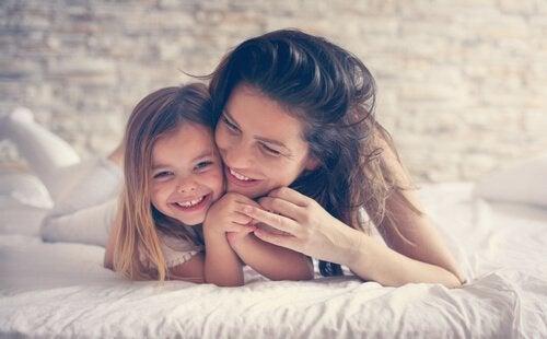 Een van die supermoeders met haar dochter
