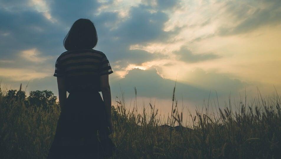 Meisje in een veld