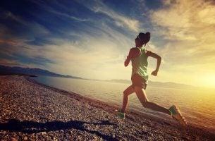 Rennende vrouw, want mentale veerkracht is belangrijk in sport
