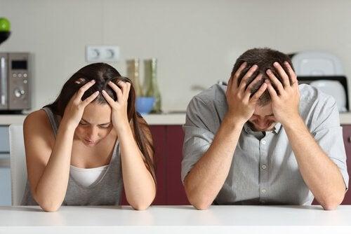 Wie voelen er meer pijn, mannen of vrouwen?