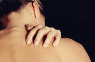 Vrouw met dermatillomanie