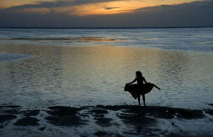 Vrouw aan de zee