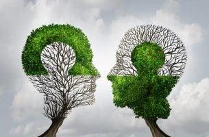 Bomen in de vorm van hoofden