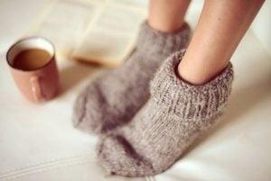 Koude voeten in warme sokken