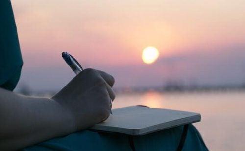 Schrijven bij zonsondergang