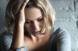 Vrouw die lijdt aan een mentale aandoening