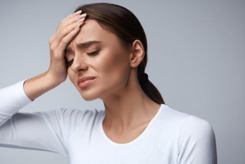 Behandel hoofdpijn door uitdroging door water te drinken