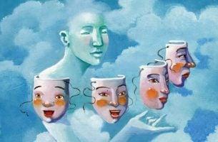 Vrouw met verschillende maskers