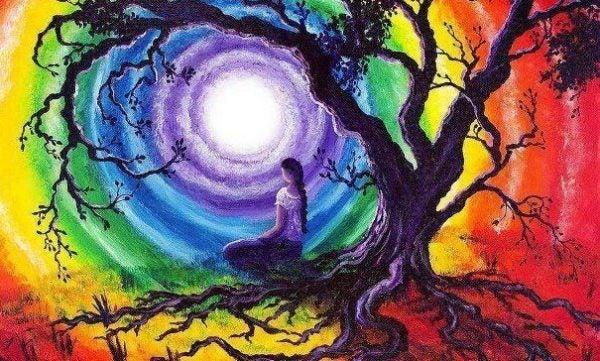 Meisje dat op de wortels van een boom kijkt naar een kleurrijke lucht, als verwijzing naar de levenswetten van de Tolteken