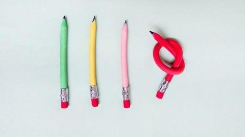 Vier potloden waarvan 1 in de knoop ligt