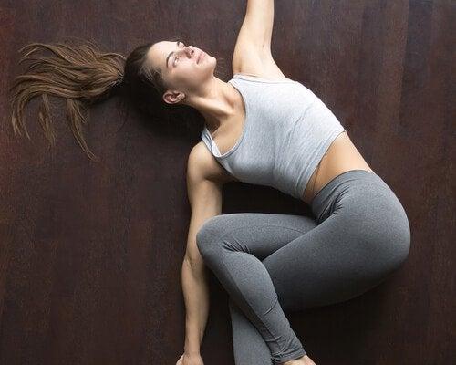 Yogahoudingen voor een betere nachtrust