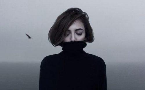 Meisje met zwarte koltrui