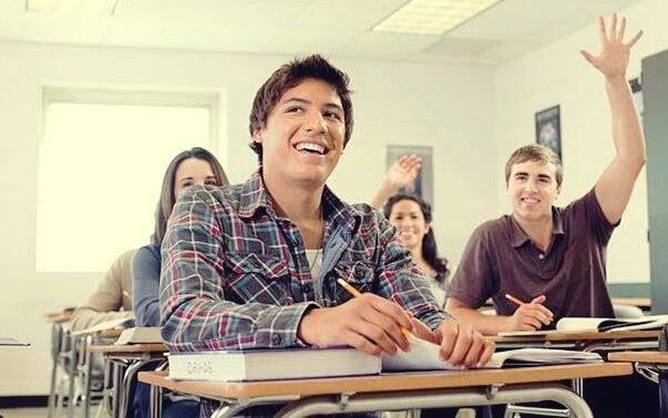 Een klas vol studenten die wachten op hun docenten