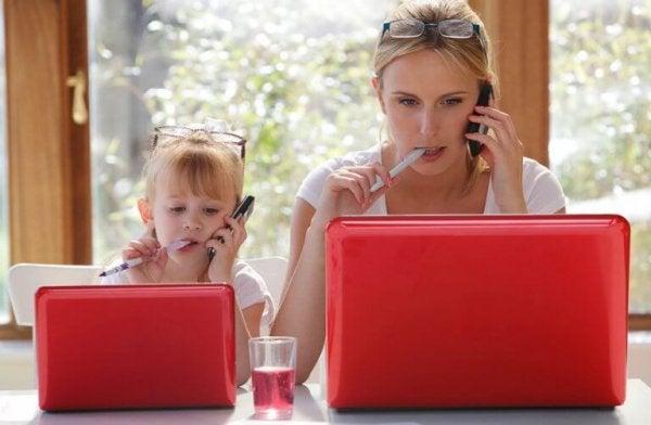 Zo moeder, zo dochter en hoe onze omgeving inlvoed heeft op ons sociaal leren