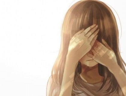 Meisje dat haar handen voor haar ogen houdt, omdat ze het slachtoffer is geweest van seksueel misbruik