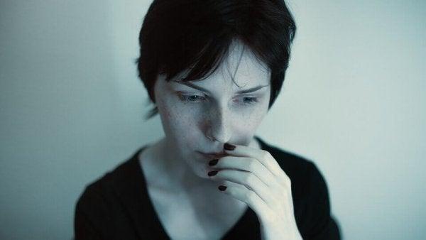 Vrouw die regelmatig last heeft van paniekaanvallen