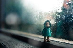 Poppetje in de regenen als symbool voor emotionele problemen bij kinderen