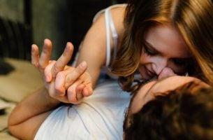 Twee mensen die tijdens de seks fantaseren over een ander