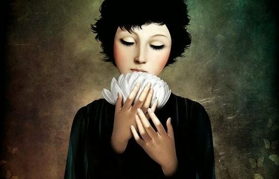 Vrouw die een lotus in haar handen houdt en het moeilijk vindt om oude patronen te doorbreken