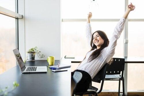Vrouw met plezier in haar werk