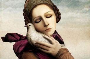 Vrouw die een vogel omarmt en haar oude patronen niet kan opgeven