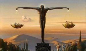 Man die dient als weegschaal, als symbool voor onze autonomie