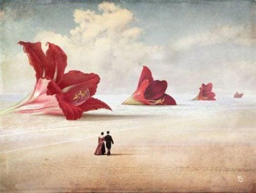 Twee mensen die door de woestijn lopen langs reusachtige bloemen die de evolutie van romantische liefde symboliseren