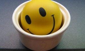 Een lachende emoji in een potje
