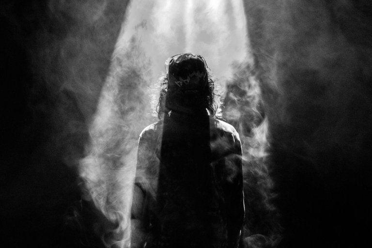Iemand in de duisternis