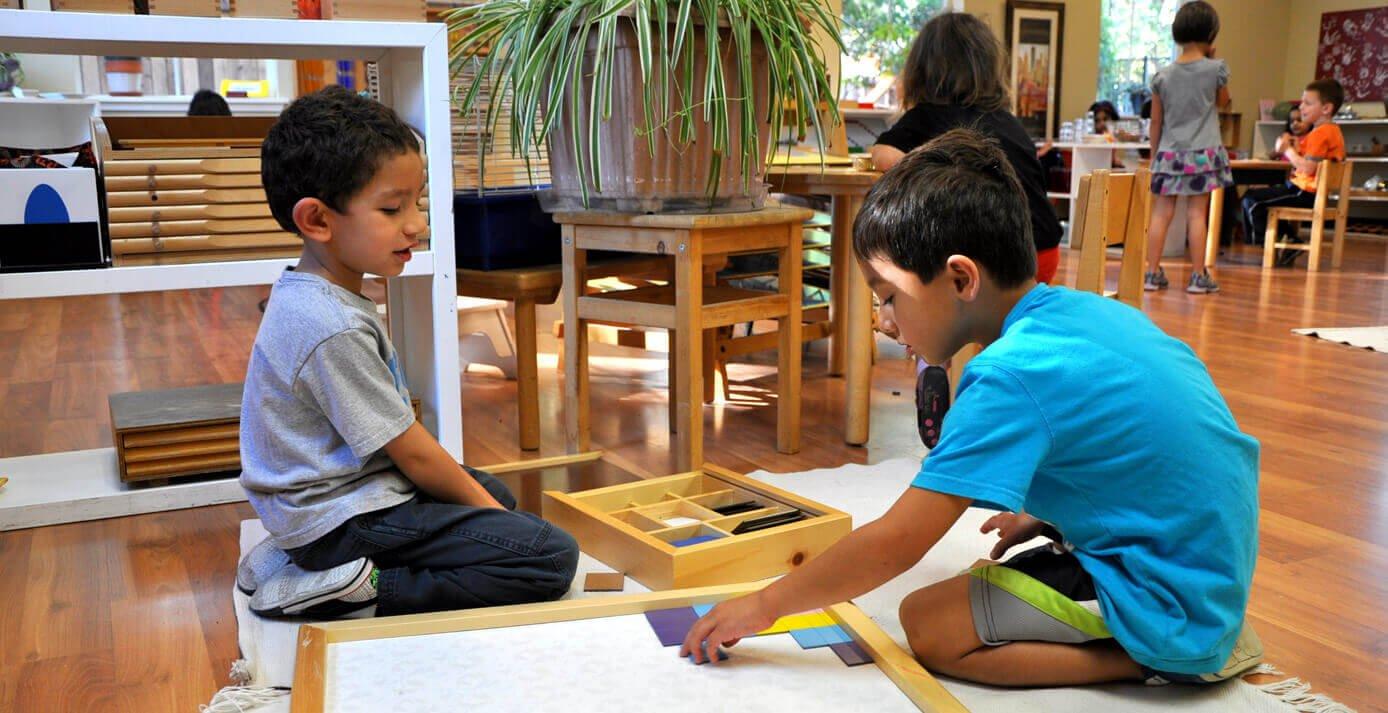 Spelen op een montessorischool
