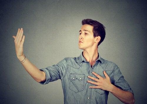De kenmerken en gedragingen van verwaande mensen