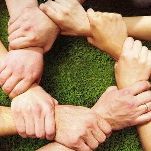 Elkaars handen vasthouden