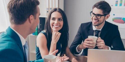 Mannen met vrouwelijke collega